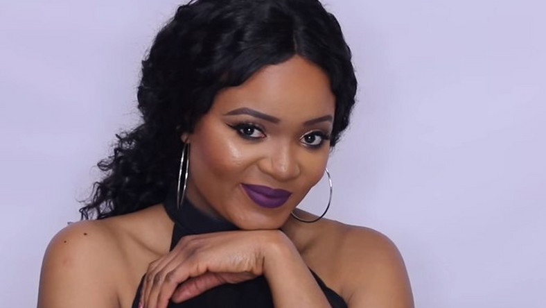 Beauty blogger Omabelle shows off flawless foundation routine