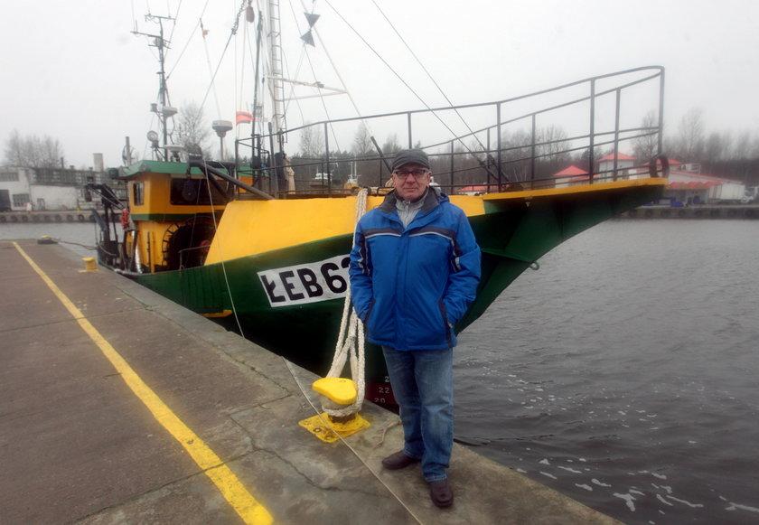 Zbigniew Dolecki przy swoim kutrze