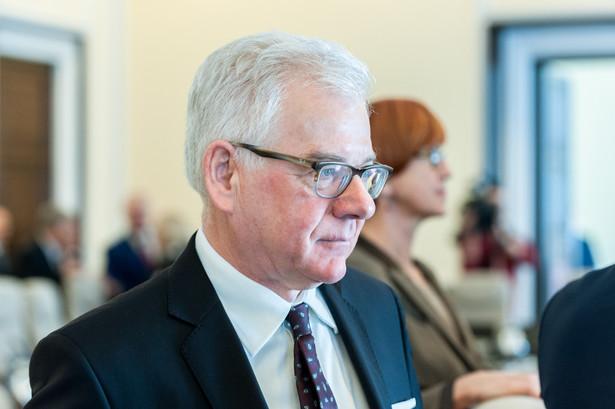"""""""Jesteśmy przekonani, że reformy wprowadzone pomogą w pokonaniu niedostatków polskiego systemu sądownictwa. Jesteśmy też pewni, że zmiany te pozostają w pewnej zgodności ze standardami UE"""" - oświadczył Czaputowicz."""