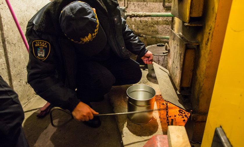Straż miejska bada popiół w piecach