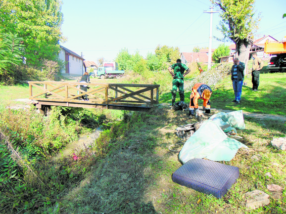 Nesavesni građani svašta bacaju u reke