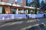 Transparent majke ispred zgrade Vlade RS