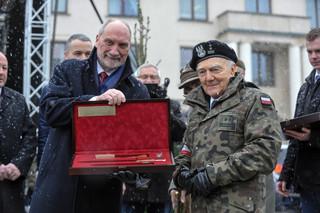 Żołnierze WOT dostali karabinki. Macierewicz: Największe zamówienie od wielu lat