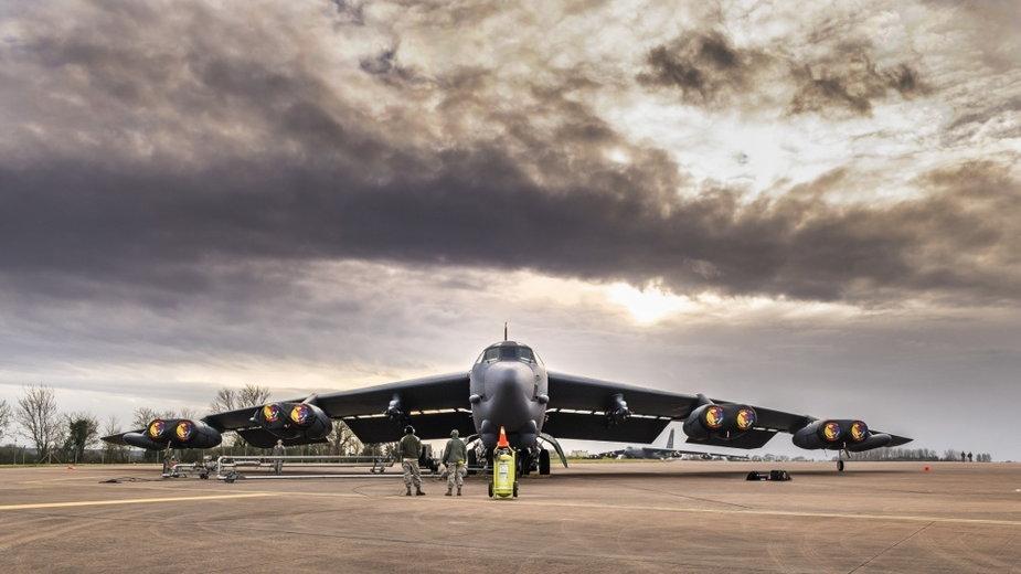 Amerykański bombowiec B-52 w bazie RAF w Wielkiej Brytanii