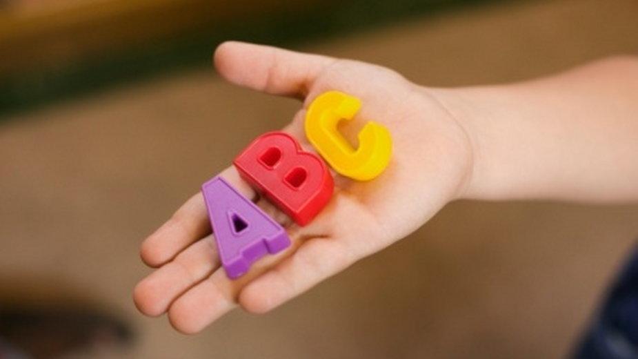 Zabawy dydaktyczne dla dzieci mają duży wpływ na ich rozwój. Poznaj opinię psychologa