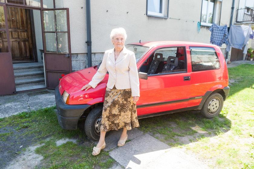 Ma 92 lata i nadal jeździ autem