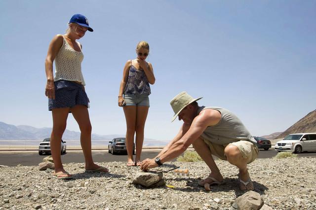 U Dolini smrti možete peći jaje na kamenu (Rojters)