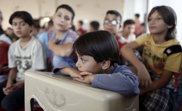 W szkolnych ławkach dzieci z Ukrainy, Indii, Tadżykistanu, Czeczenii, Filipin doświadczają kulturowego szoku.