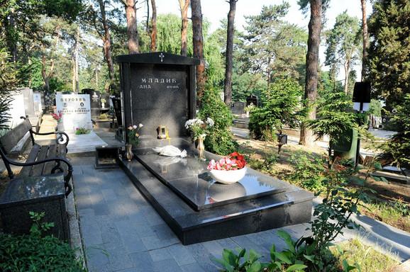 Spomenik Ane Mladić na Topčiderskom groblju u Beogradu