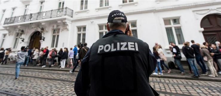 Nemačka policija ispred suda u Frajburgu AP