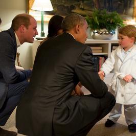 Książę George przywitał prezydenta USA w szlafroku. Urocze zdjęcia