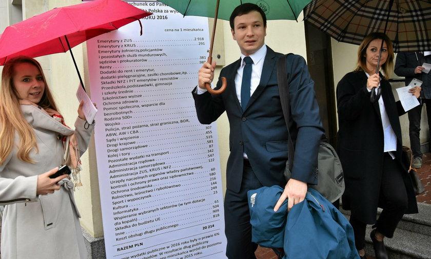 """W 2018 roku """"Rachunek od Państwa"""" na jednego mieszkańca wyniósł 23 135 złotych"""
