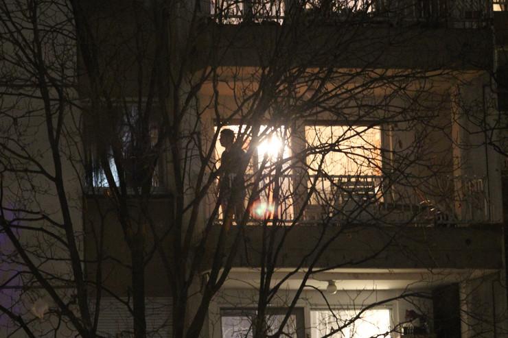 Pokušaj samoubistva, Dorćol, Solunska ulica, preti da će da skoči sa terase