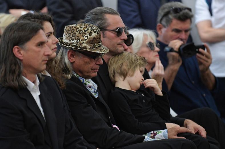 Rodzina na pogrzebie Kory. Od lewej: Mateusz Jackowski, Kamil Sipowicz, Szymon Sipowicz