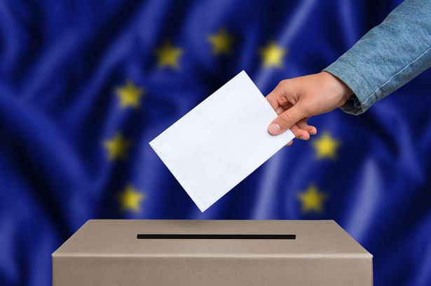 Zgodnie z uchwaloną nowelizacją liczba kandydatów na liście nie może być mniejsza niż liczba posłów do PE wybieranych w danym okręgu i większa niż ta liczba powiększona o dwie osoby.