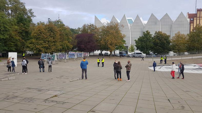 Protestujący w Szczecinie przeciwko zamknięciu sali gimnastycznej
