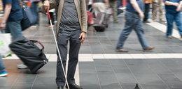 Nastoletni bandyci skatowali niewidomego!