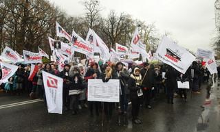 Pracownicy sądów i prokuratur przed KPRM: Opór po stronie resortu finansów