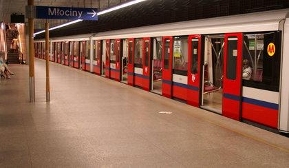 Szokujące odkrycie w warszawskim metrze. Tajniacy zdekonspirowani!