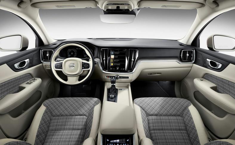 Volvo V60 jest naszpikowane najnowszymi nierozwianiami technicznymi, ale kraciasta tapicerka nawiązuje do dawnych i już kultowych kombi szwedzkiej marki