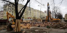 Sprawdzają budynki przy budowie metra