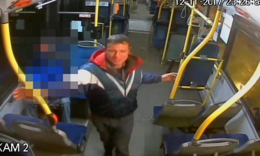 Zrobił to w autobusie. Wszystko się nagrało