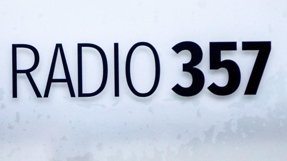 Tabliczka na siedzibie Radia 357
