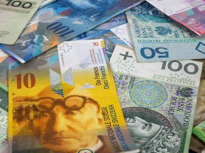 Wśród kredytów mieszkaniowych walutowych 8 na 10 udzielono we frankach szwajcarskich