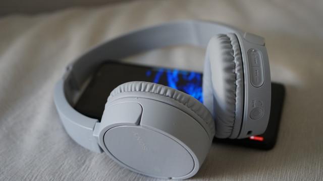 Slušalice su lagane i veoma udobne