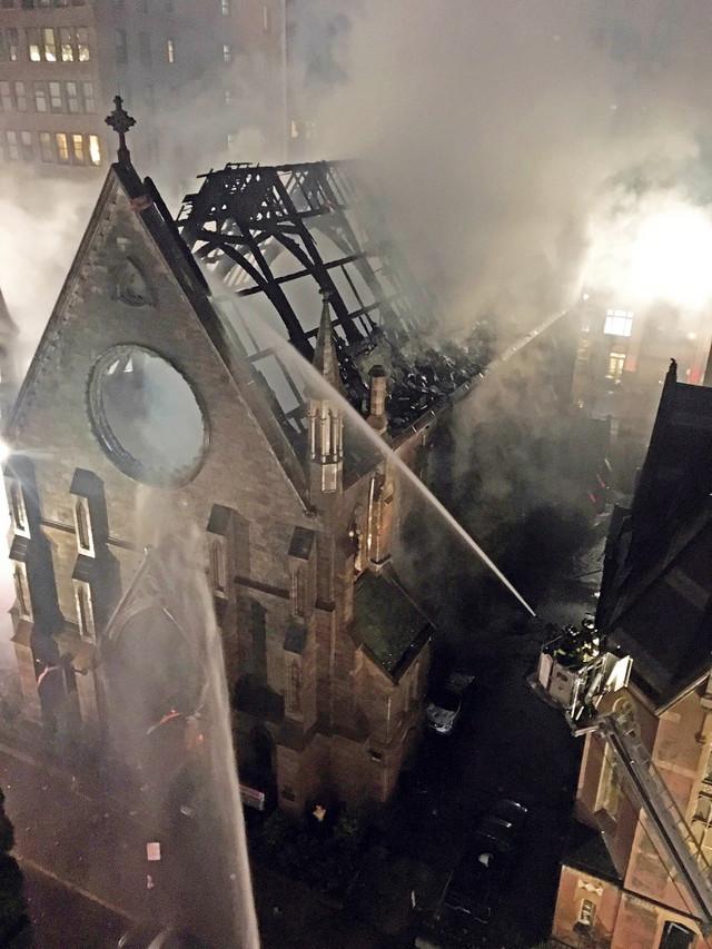 Hram izgoreo u požaru na Uskrs 2016. godine