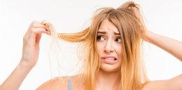Ten problem nasila się zimą. Zobacz, jak odzyskać piękne włosy