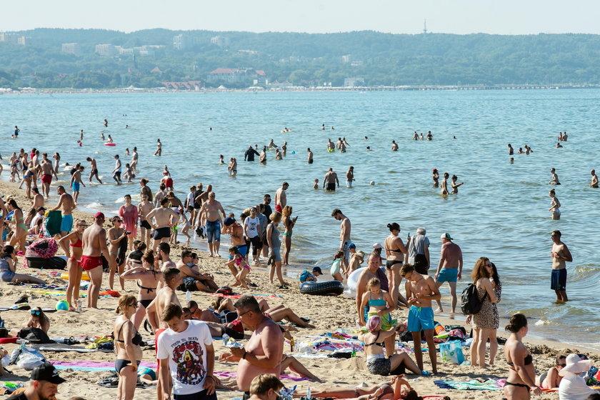Tłumy na plażach w Trójmieście