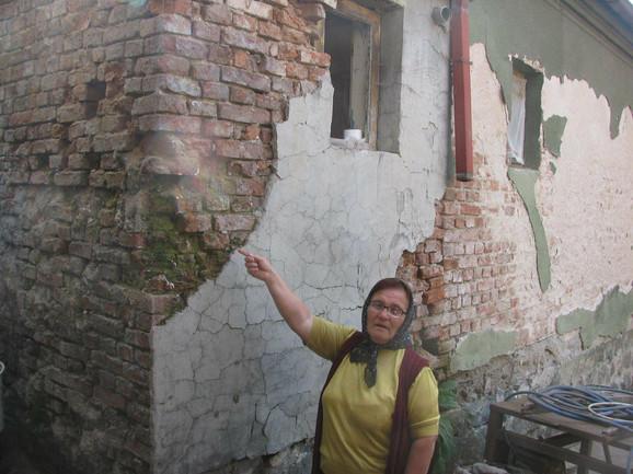 Ljubica Kurtić: Oštećenja su vidljiva na svim zidovima, a deca se preplaše