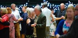 """250 seniorów bawiło się na potańcówce. """"Wzrośnie liczba uodpornionych naturalnie, przy pewnym ubytku"""""""