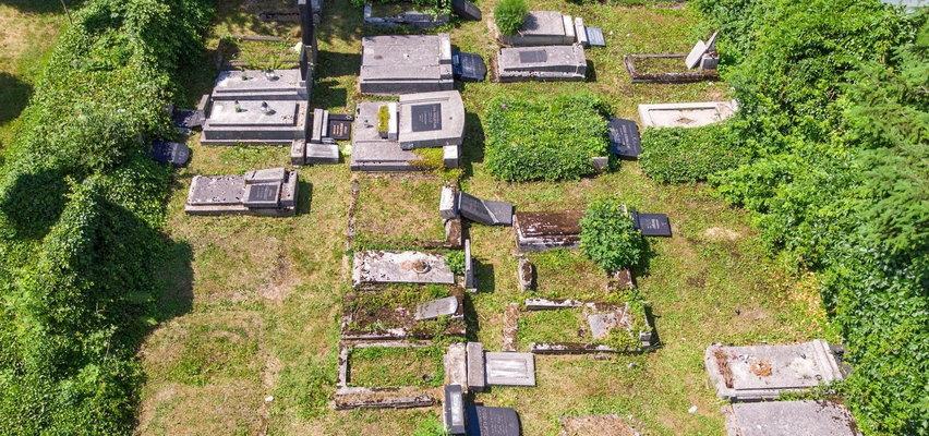 Jak im nie wstyd? Cmentarz żydowski w Bielsku-Białej ponownie zdewastowany!