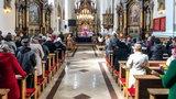 Tłok w wielkopolskich kościołach, limity przekroczone ponad 5-krotnie. Kara dla księży to żart
