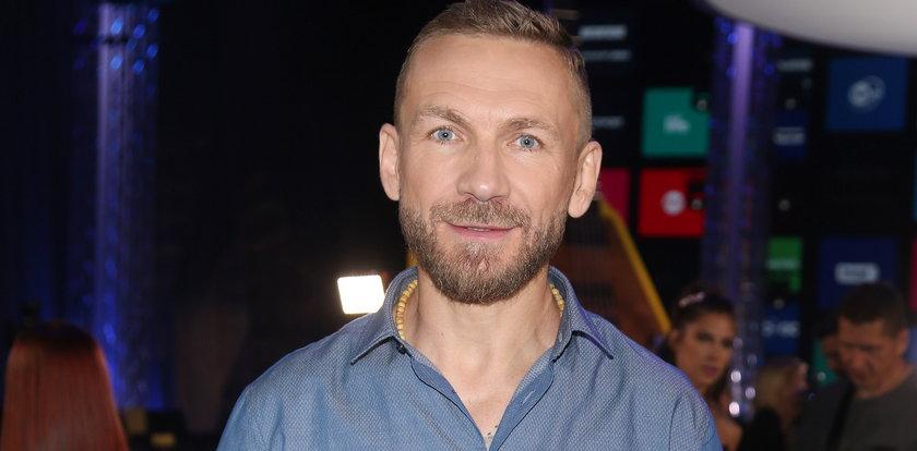 """Przemysław Kossakowski podzielił się z obserwatorami swoją pasją i nazwał siebie """"skompromitowanym celebrytą"""". O co chodzi?"""