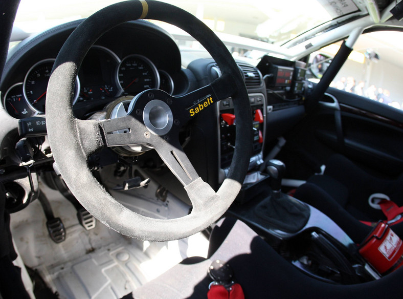 Wnętrze samochodu, którym Adam Małysz pojedzie w Rajdzie Dakar