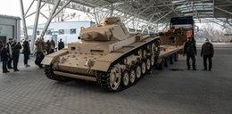 Wielka gratka dla miłośników militariów. Wyłupali czołg z betonu!