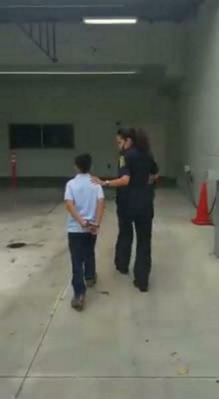 Policja zakuła 7-latka w kajdanki. Matka chłopca jest oburzona