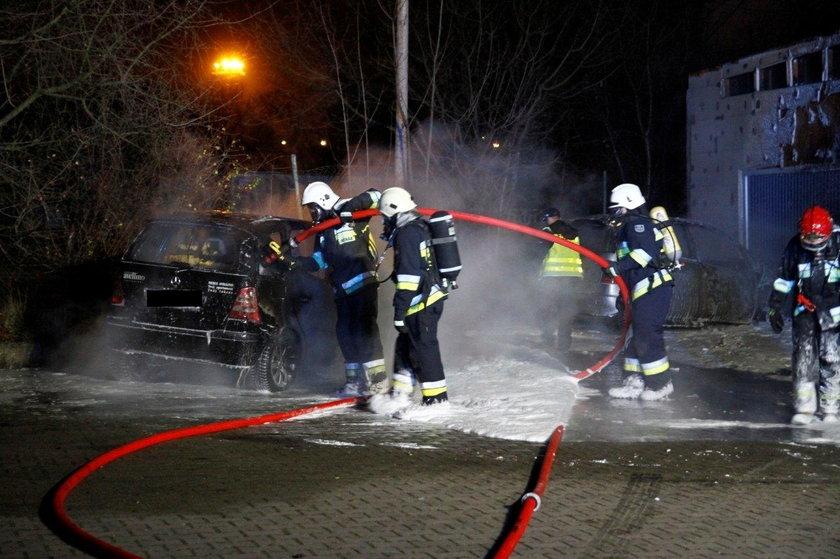 Nocny pożar samochodów w Opolu