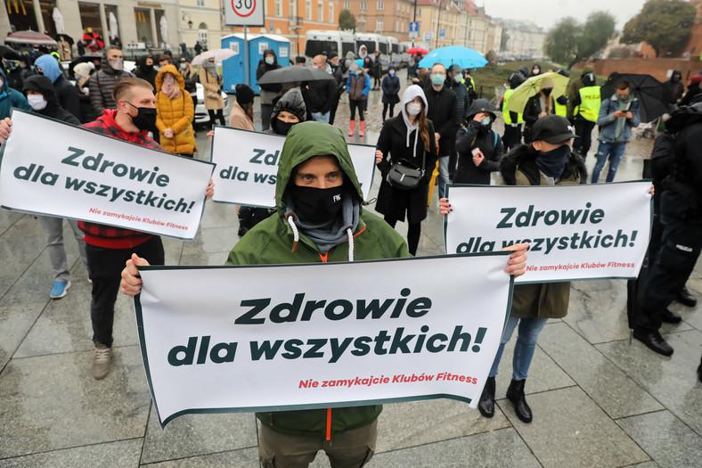 Protestujący w Warszawie