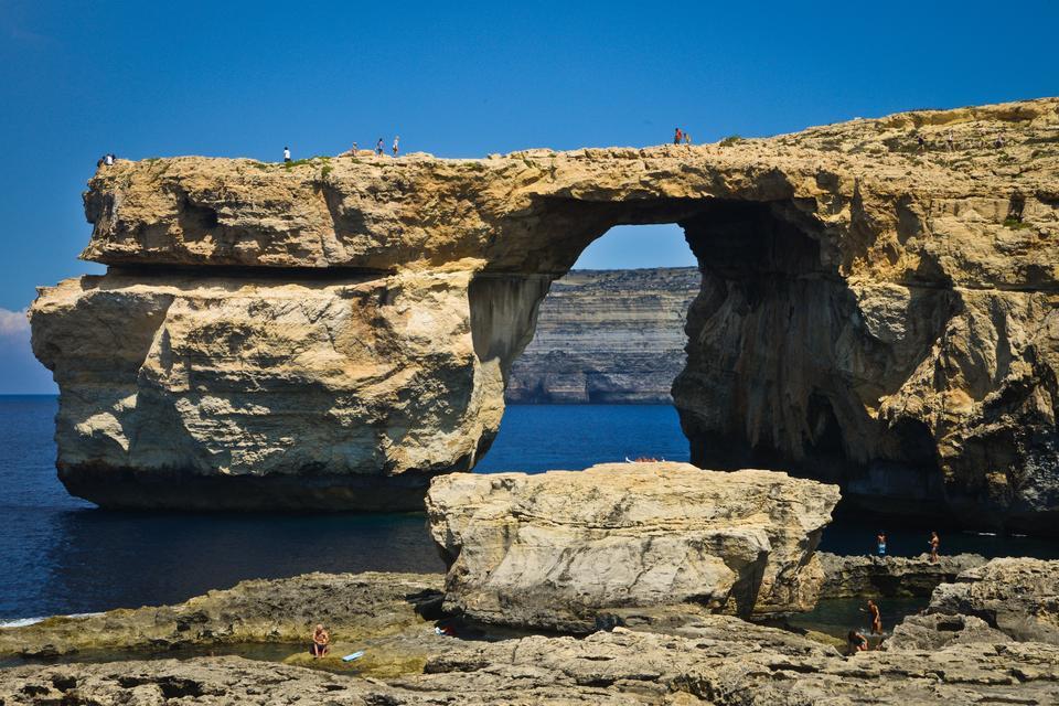 Gozo to druga co do wielkości wyspa archipelagu maltańskiego, jej powierzchnia wynosi 67 kilometrów kwadratowych. Według legendy to właśnie na wyspie Gozo nimfa Kalipso uwięziła na kilka lat Odyseusza.