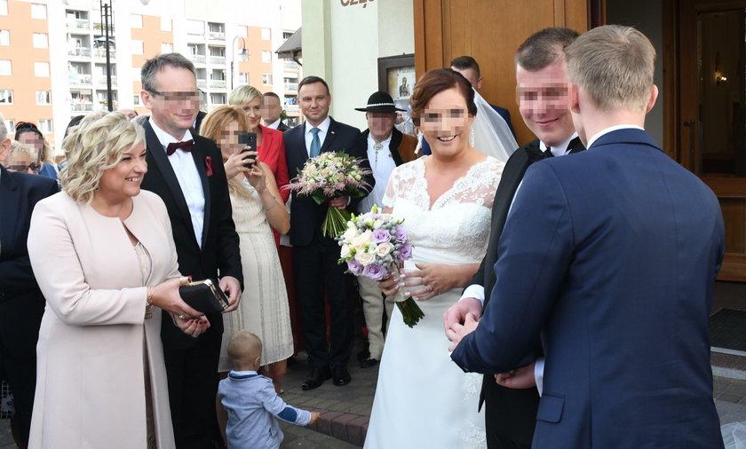Ślub córki Beaty Kempy w Sycowie. Na uroczystość przybył, m.in. prezydent Andrzej Duda z małżonką