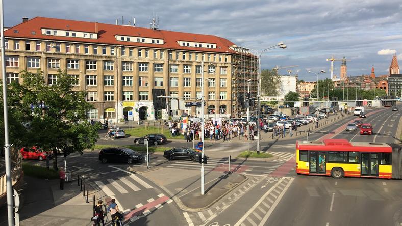 Nowoczesna rusza z Letnimi Warsztatmi Demokracji pod wrocławską siedzibą PiS na placu Solidarności
