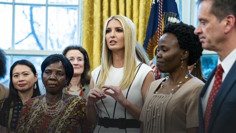 epa07351124 - USA POLITICS TRUMP WOMEN (Trump launches White House global women inititative in Oval Office)