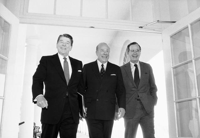 Šulc je bio na položaju državnog sekretara u administraciji predsednika Ronalda Regana