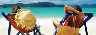 Wypoczywaj i się dokształcaj. Jakie szkolenia można odbyć na plaży?
