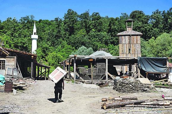 U beogradskom naselju Ripanj trenutno se gradi Vranje iz XIX veka