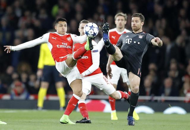 Ćabi Alonso na meču sa Arsenalom